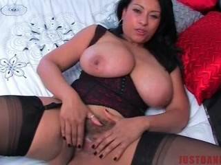 Mature Big titted UK mom encourages you to Spunk all over her tits POV