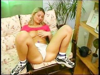 Blonde uses her Pleasure Pearls