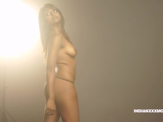 Natural Tits Indian Babe Gauri Exposing Her Curved Ass And Boobs