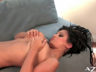 Nude Aria Giovanni opens her pussy for you